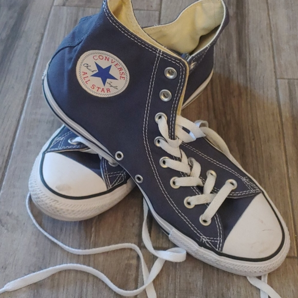 Like new navy blue high top converse